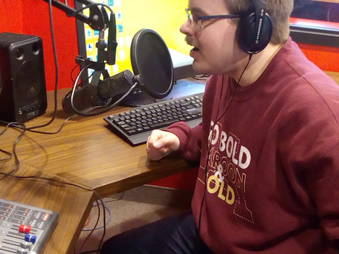 Student-podcaster talks local sports