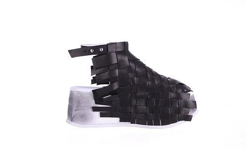 《编织者》黑色 凉鞋 >>>The Weaver , blk ,Sandle