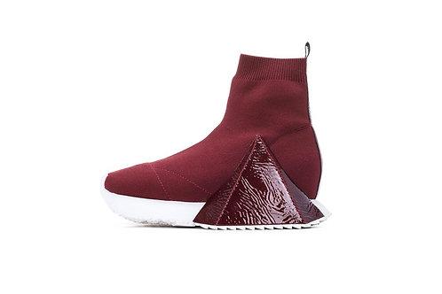 《金字塔 系列》 酒红 > The Pyramid Sneaker Series , Red Wine的副本