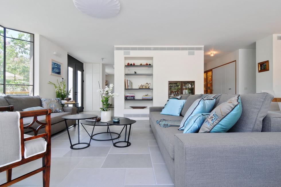 1st flr_Living room4.jpg