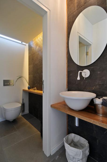 1st flr_Toilet2a.jpg