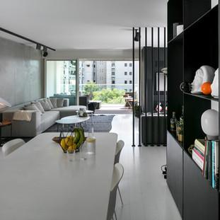"""עיצוב פנים לדירת מגורים בבניין ישן שנוספו לו מרפסות. כ-120 מ""""ר+ מרפסת באחת השכונות הצפוניות של ת""""א"""