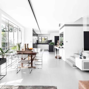 אדריכלות ועיצוב פנים לשיפוץ יסודי משלב השלד לקוטג׳ בצהלה, ת״א. כ-320 מ״ר בנוי המחולקים ב-4 מפלסים