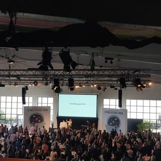 Konference_stående_gæster.jpg