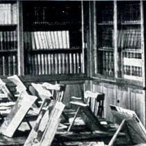 Biblioteca en su primera sede, en el Centro Cívico de Llaranes.  Fuente: Revista ENSIDESA.