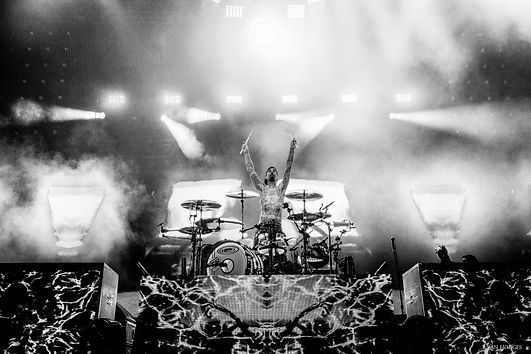 TRAVIS BARKER- BLINK 182