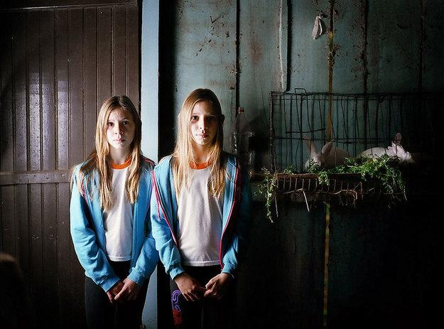 Twins - Duo Morality-e01.jpg