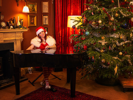 The Musicians behind the doors: Rosa Ullman is in the mood for Christmas!
