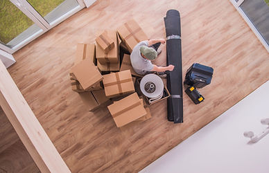 male-proferssional-mover-with-boxes-and-