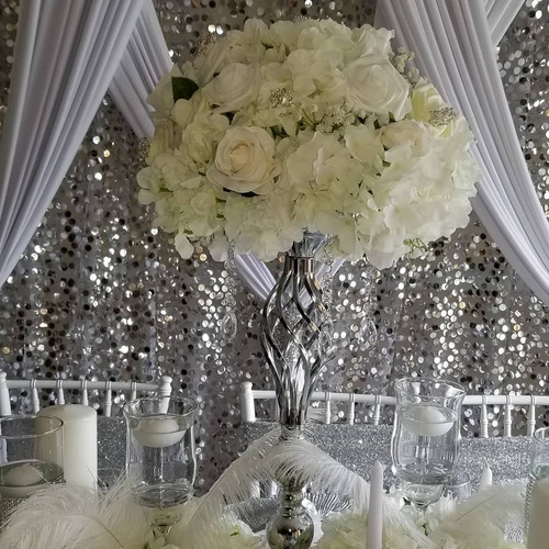 Silve and White tables cape Centerpiece