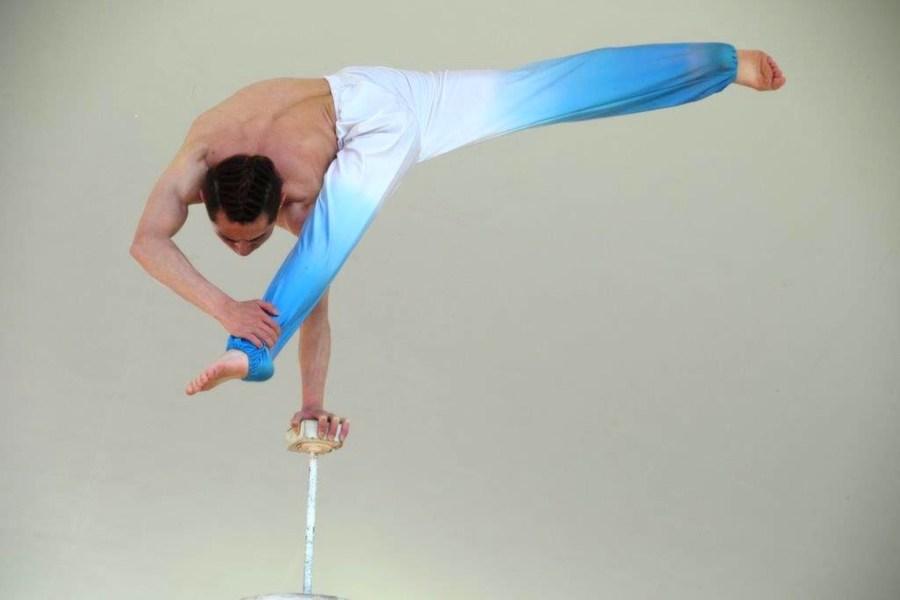 acrobat_6.jpg
