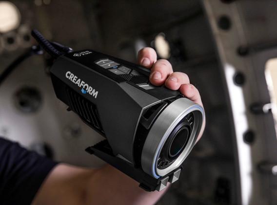 MaxSHOT3D-Creaform-portable-device.jpg