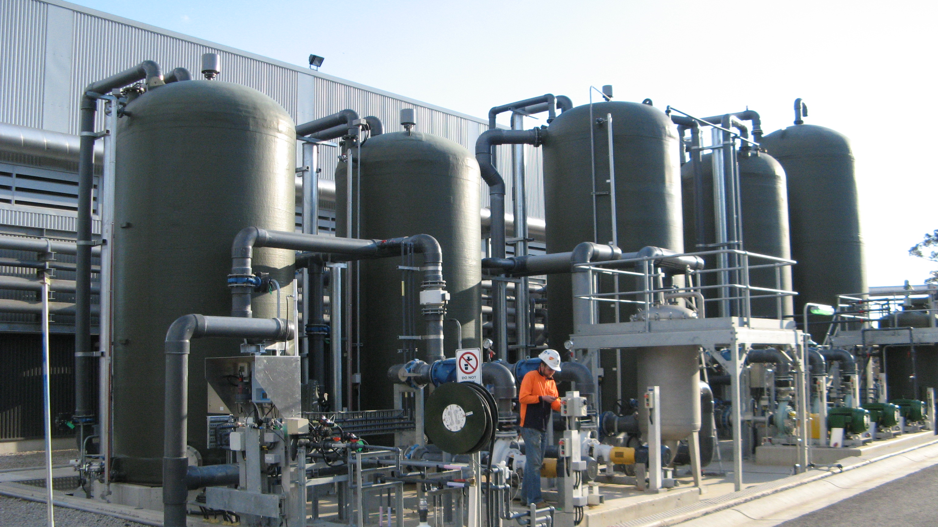 FRP-chemical-storage-tanks-01.jpg