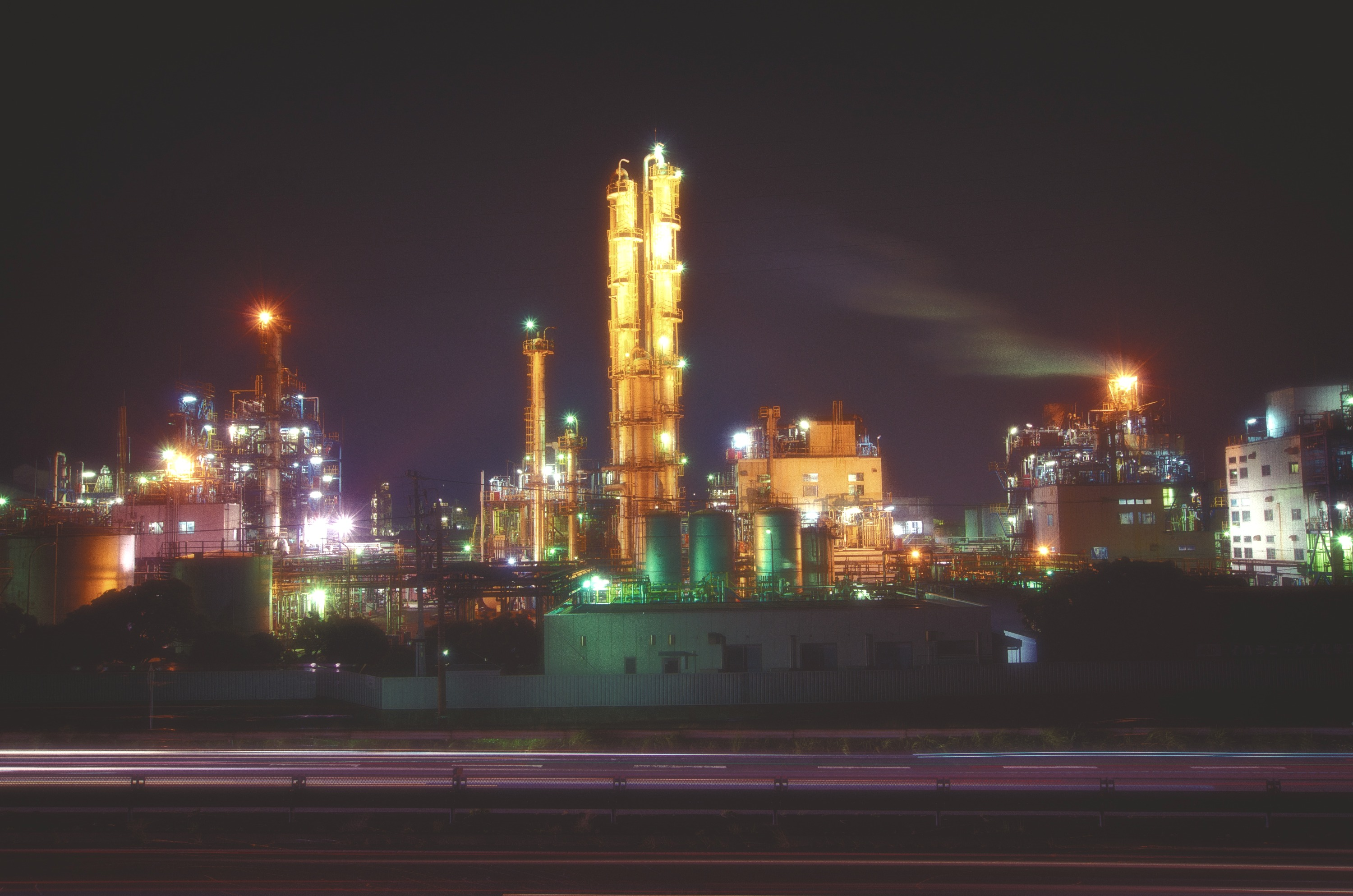 Iharanikkei_Chemical_Industry_-_panoramio_edited.jpg