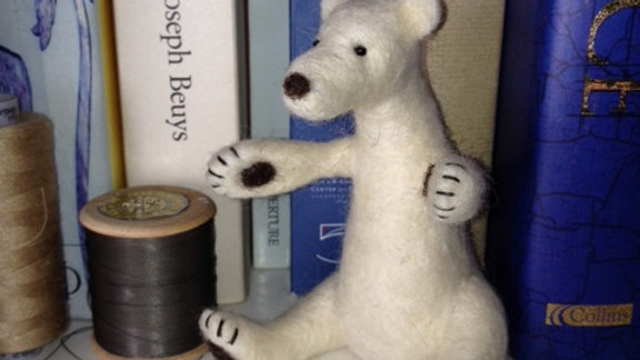 Beautiful Polar Bear needle felting kit - great for beginners and improvers