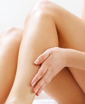 des jambes toutes douces grâce à l'Epilation à domicile