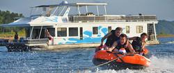 lake-cumberland-houseboat-tubing