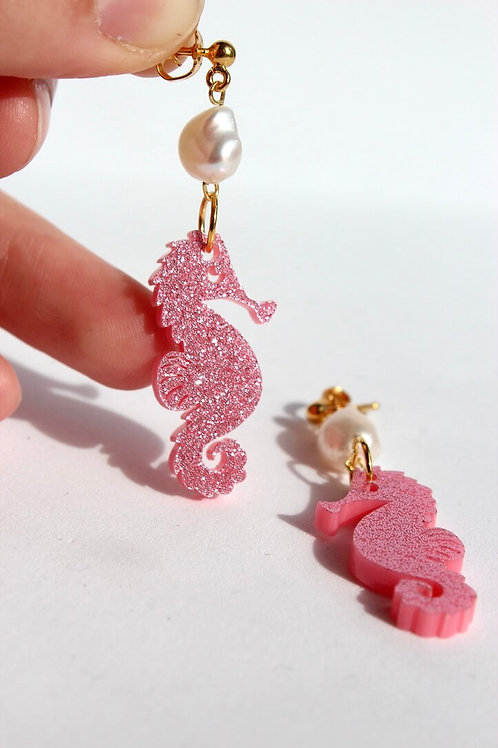 Seahorse with Pearls