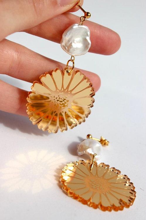 Gold Daisy Pearls