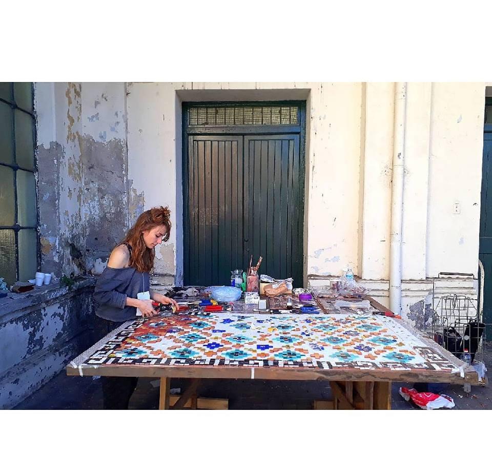 Dominique_en_el_Taller_de_Mosaico_Urugua