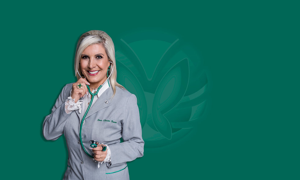 Médica Eliane Beuren em fundo verde