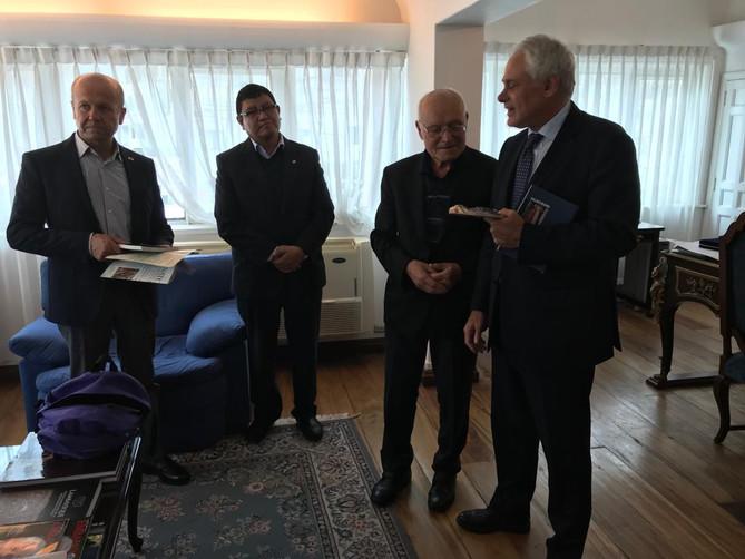 """Premio e Visita Delegazione della Onlus """"Solidarietà in buone mani""""."""