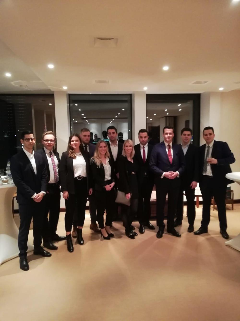 Eventverantwortlicher André Broders und das Team des Business and Finance Club Kiel e.V. zu Gast bei Deutschlands ältester Bank, Berenberg.