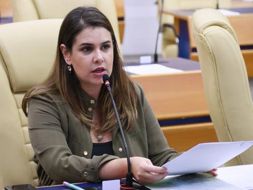 Vereadora Priscilla Tejota pede esclarecimentos sobre falta de funcionário em escola municipal