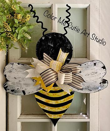 Finished Bee Door Hanger