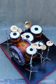 Drum kit cakes with sugar cymbals