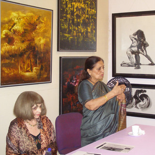 Dr Sarayu Doshi, eminent art curator and art historian speaking at the art event organised by late Janet Fine for expats at ArtDesh.
