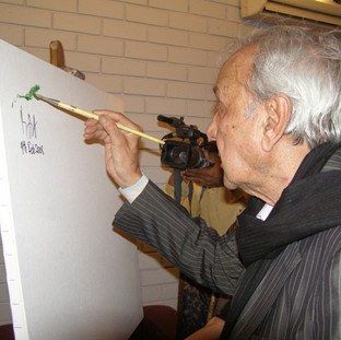 Great artist S H Raza painting a canvas at ArtDesh gallery.
