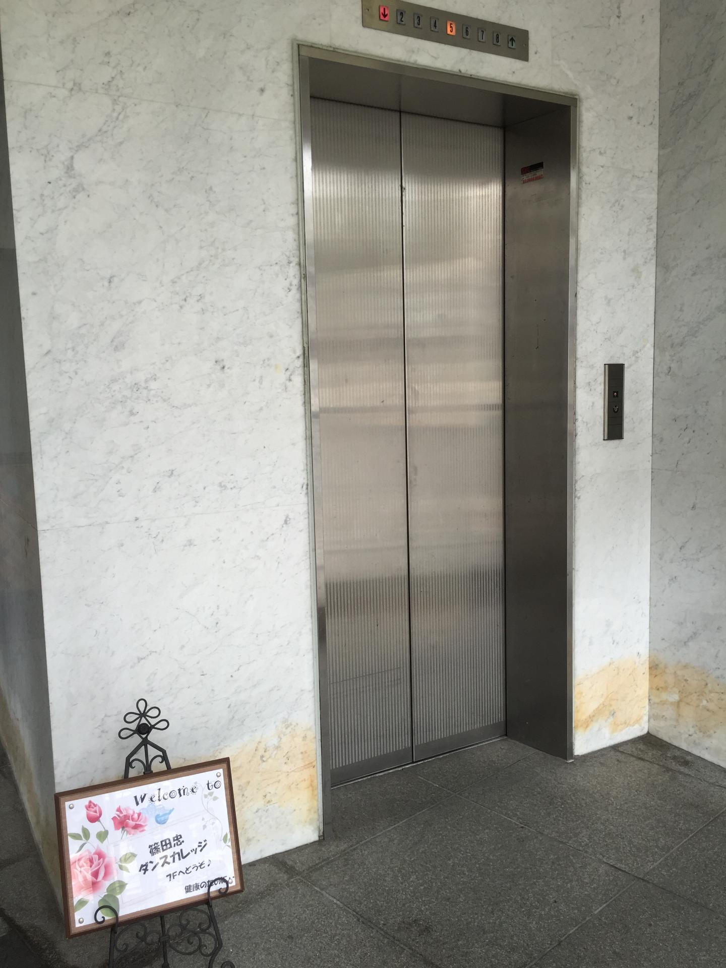 エレベータで7階へ