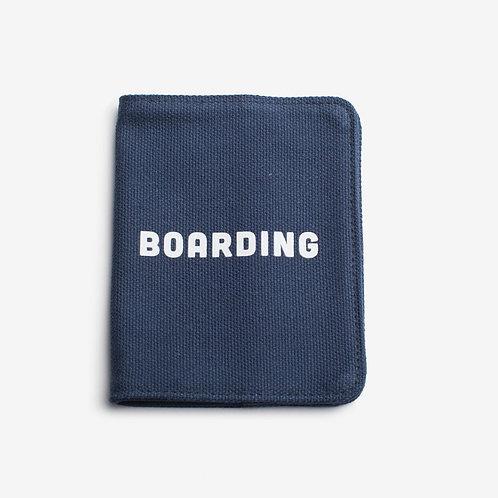 IZOLA(イゾラ)パスポートケース BOARDING