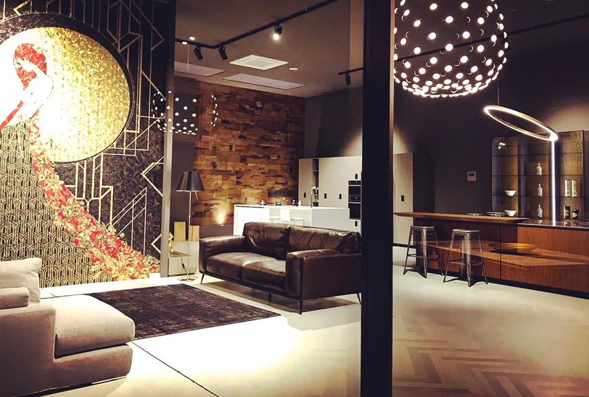 Entrata del nostro showroom con visuale sui nostri divani Ditre Italia