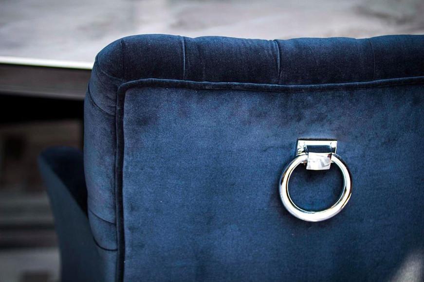 Poltrona blu dallo stile inconfondibile Dialma Brown