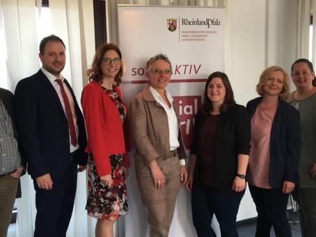Ministerin gibt Startschuss für Pflegeselbsthilfe in Rheinland-Pfalz