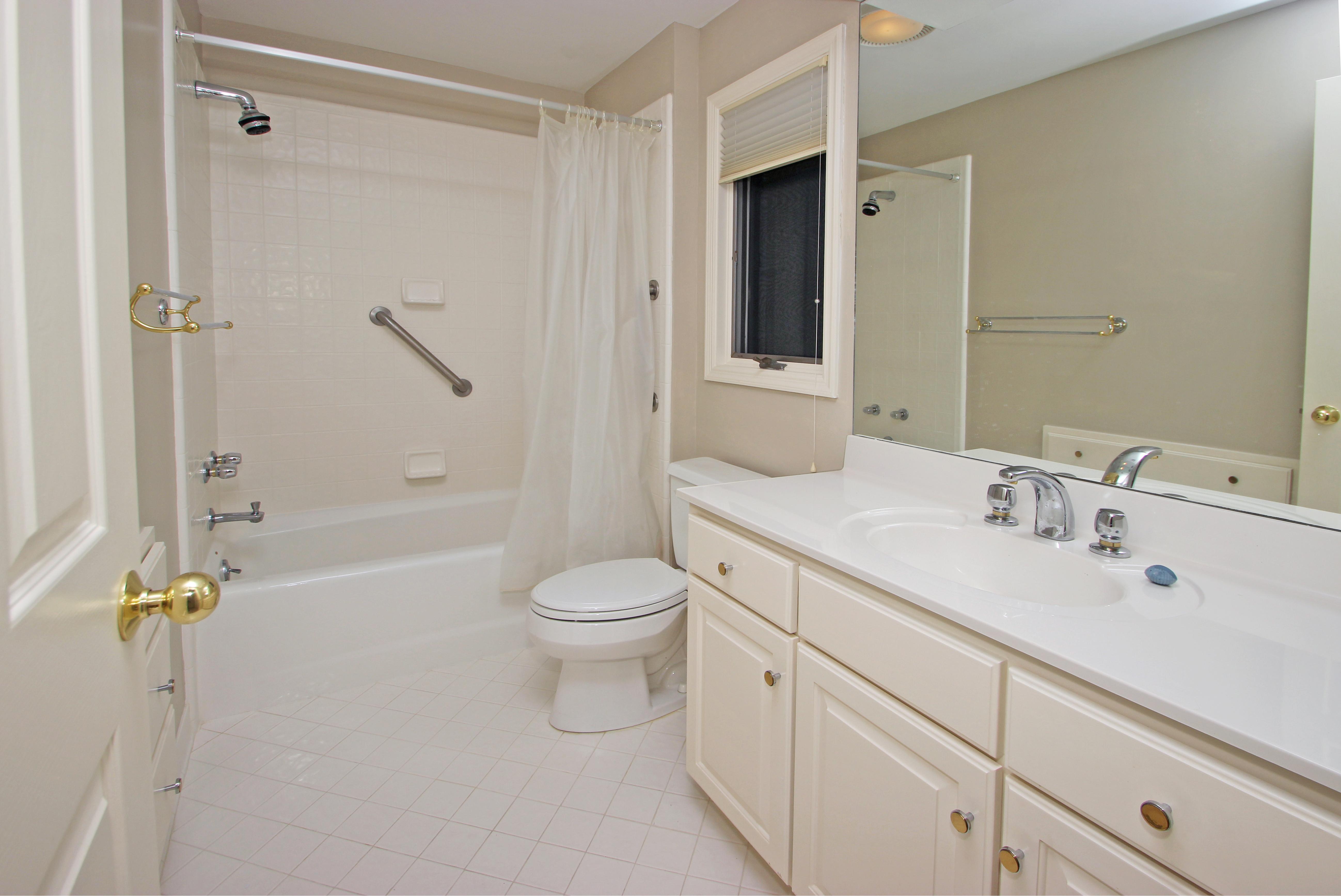 HI - Guest bath - 1st level