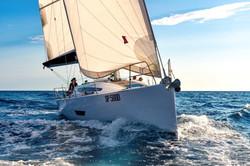 Elan E5 Sailing 2019 - 13