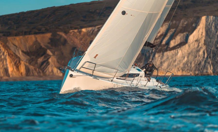 Elan E4 Sailing 2019 - 1.jpg