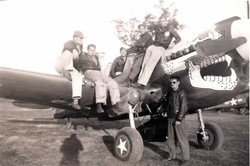 Bob Gale and crew on his P40