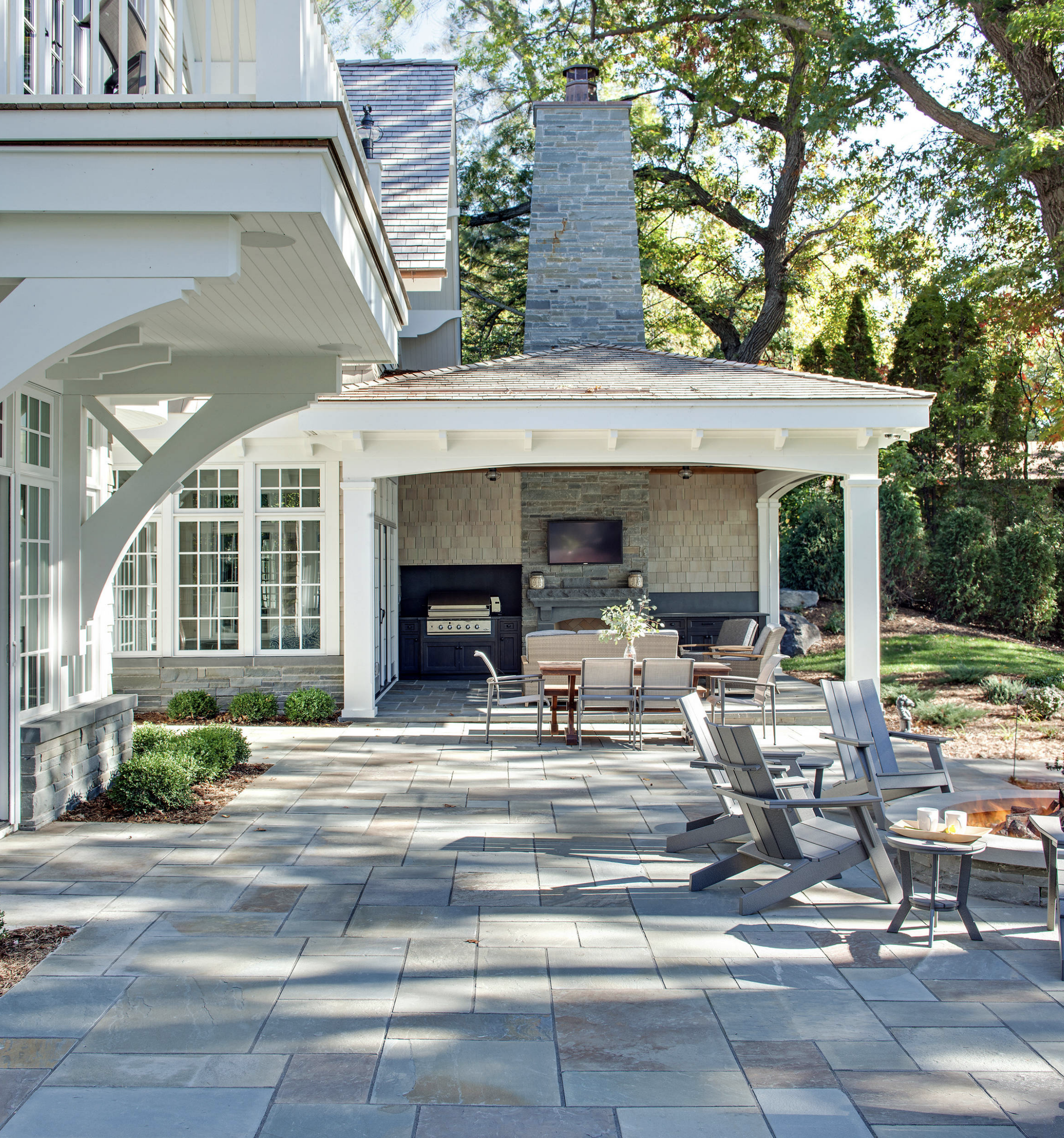 Patio fire place outdoor kitchen