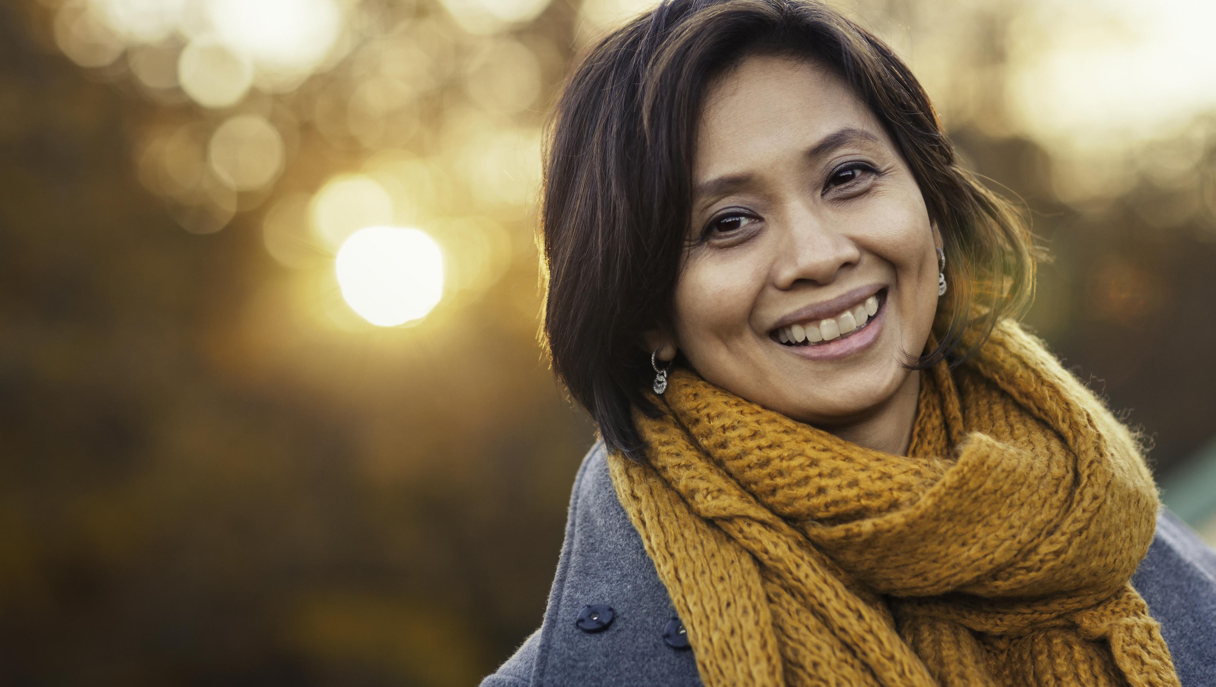 Autumn-portrait-of-a-woman-615926310_4200x2800
