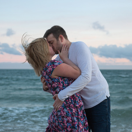 ROMANTIC BEACH ENGAGEMENT PHOTOS HAYLING ISLAND
