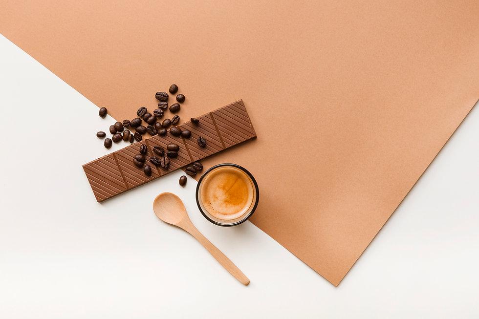 roasted-coffee-beans-chocolate-bar-coffe