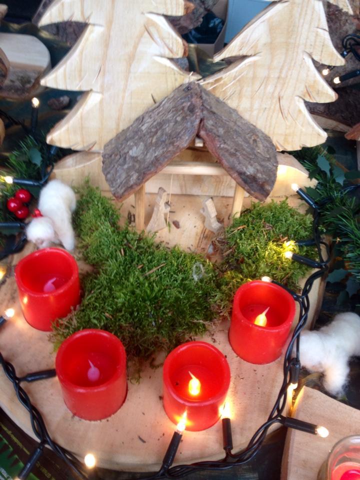 Adventskranz mit Krippe aus Holz