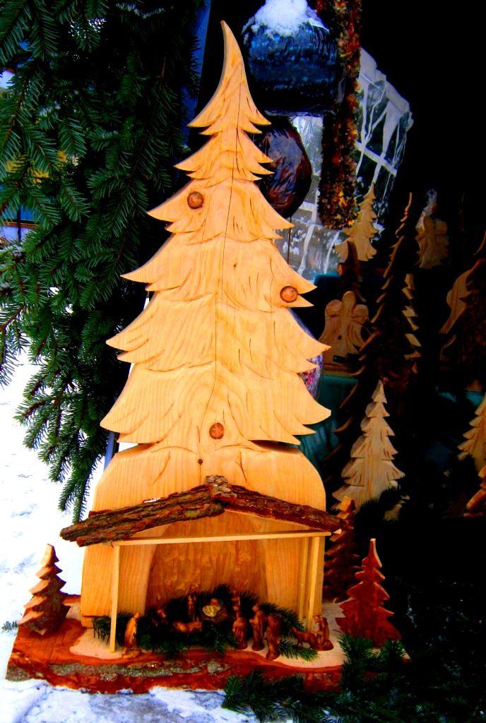 Krippe in Tannenbaum aus Holz