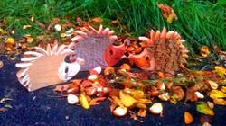 Igel im Herbst aus Holz