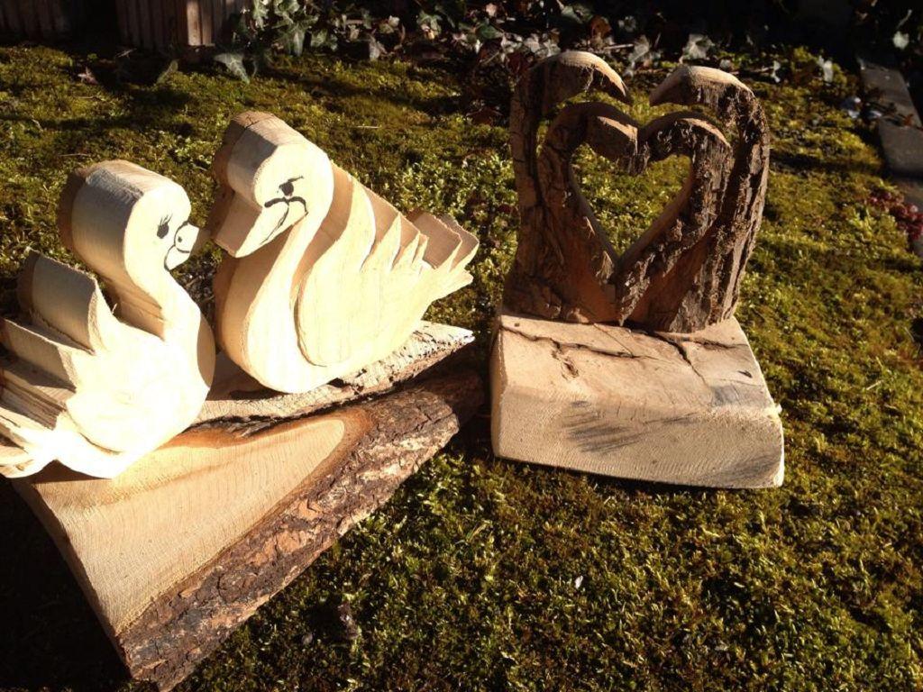 Schwäne aus Holz zur Hochzeit
