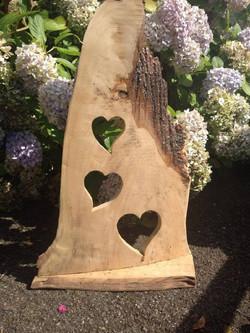 Dekoration aus Holz mit Herzen